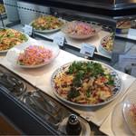 ビューアンドダイニングザスカイ - 前菜ブッフェテーブル