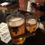 61343788 - 左が男の夢ビール。                       3杯分のメガジョッキ