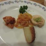 中国広東料理 ペニンシュラ - 料理写真:コースは前菜の盛り合せからスタートです、鹿児島らしく中華前菜にもさつま揚げが入ってますね。