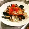 サニー サンデー スタンド - 料理写真:本日のお魚「キングサーモンのポワレ〜ムール貝とあさりのクリームソースマリネ」