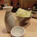 八五郎 - 日本酒一合(熱燗)280円+税、お通し390円+税