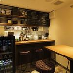 北浜 SION - 4名テーブルでは、調理のライブ感を楽しめます。