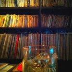 RETRO MUSIC BAR KACKY'S - レコードびっしり♪