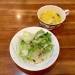 メナージェ - 日替わり、ドリアセットのサラダ。パンプキンスープは日替わりセットです。