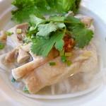 ブア・デ・タイ - 鶏肉入り麺