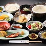 ゆふいんホテル秀峰館 - 料理写真:手作り豆腐などの朝食(一例)