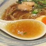 ラーメン 青 - スープの色見透明感