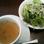 アースカフェ - ランチのサラダとスープ