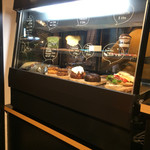 センダイコーヒースタンド - この中ならティラミスに興味津々!