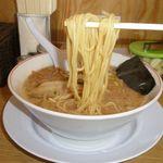 完熟ラーメン 本丸 - 麺