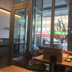 グリドルキッチンMORISHIN - 店内からR2方面を見て