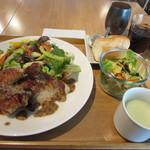 ザルーフトップカフェ - ロティサリーチキン サラダ