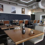 ザルーフトップカフェ - テーブル席