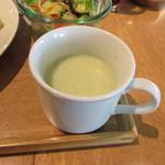 ザルーフトップカフェ - ケールのスープ