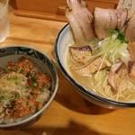 61364800 - 鰤チャーシュー塩ラーメンと角煮丼。