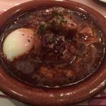 ミセスバーグ キンシチョウ - とろとろ豚バラ肉シチューハンバーグ + 温泉卵(アップ)