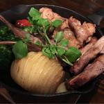 肉×ラクレットチーズ ツリーハウスダイナー - ラクレットチーズ グリルプレート (ハッセルバックポテト&肉コンボ)