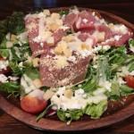 肉×ラクレットチーズ ツリーハウスダイナー - 生ハムとカッテージチーズのシーザーサラダ