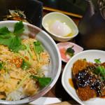 Cafe Restaurant Bの階段 - 鮭とイクラの出汁茶漬け