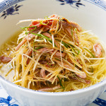 叉焼絲葱油湯麺