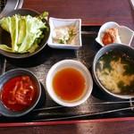 61373097 - 上焼肉ランチのサラダやスープ・2017/1