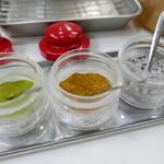 天ぷらのひらお - 卓上の塩3種