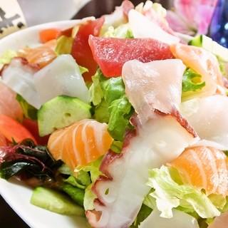 大人気!たっぷり「海の幸サラダ」