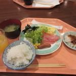 メインダイニングルーム - 料理写真:ビュッフェコーナーから選んで来たのは和洋折中の朝ご飯です