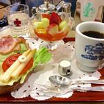 61378828 - 朝食「フルーツセット」(800円)。