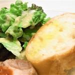デ・ボン・クール - レタスサラダ フランスパン