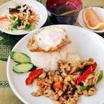 3.ガッパオ・ガイ(鶏肉とホーリーバジル炒めご飯)