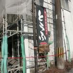 たておか豆腐店 - 参道にある看板