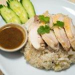 カオマンガイ(蒸し鶏のせご飯)