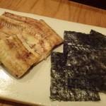 出谷右衛門 - ◆うなぎの白焼き(1800円)・・鰻は2切れで、パリッと焼かれています。