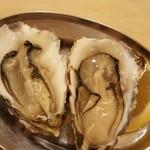 大厚岸 - マルえもん生牡蠣 700円