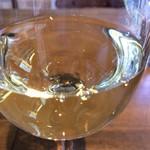 PIZZERIA FAMIGLIA - ワイングラスのラウンド感と、ワインの透明感が、写真として成立すると思うんです(2017.1.18)