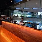 コーネルコーヒー - 奥に見える空間は2.5階のフリースペース