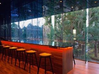 CONNEL COFFEE - お隣の公園の緑が綺麗な空間