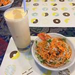 インドアジアダイニング 滋賀店 - サラダとラッシー