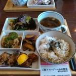 61387681 - 4品惣菜+スープ