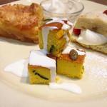 Afternoon Tea TEAROOM - パンプキンチーズケーキ@かぼちゃが皮ごと練り込まれている。かぼちゃそのもの!