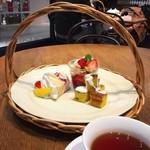 Afternoon Tea TEAROOM - ひと皿目は籠入り⤴︎♡