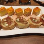 61388357 - おいしいバタールとクリームチーズのブルスケッタ じゃがいもとベーコンのスパニッシュオムレツ
