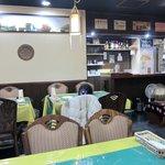 インディアンキッチン - 席はテーブル席40席 民族楽器みたいなのが置いてありました