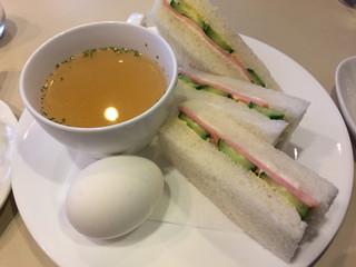 Cafeルノアール 日本橋三越前店
