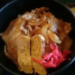 お食事処 きん太 - 生姜焼きがのっています 甘味を引き出した玉ねぎがたっぷり