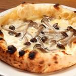 ピッツァなお - 5種類のチーズとキノコ