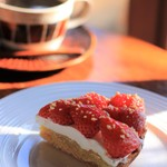 縁側カフェ - 季節のフルーツのタルト 苺(^^♪