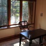 縁側カフェ - 奥のお部屋もカフェスペースになっています