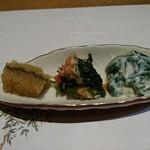 温石 - 子持ち昆布、蟹と芹の和え物、ほうれん草の白和え